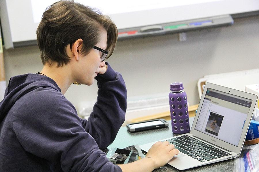 Senior Hope OConnor uses Blackboard while in AP Environmental Science. Websites like Blackboard are often used in blended learning classes.