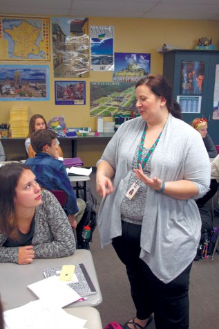 Spanish three classes take new approach on foreign language education