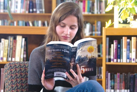 """Reporter reviews """"The 5th Wave"""" book before the release of the movie"""