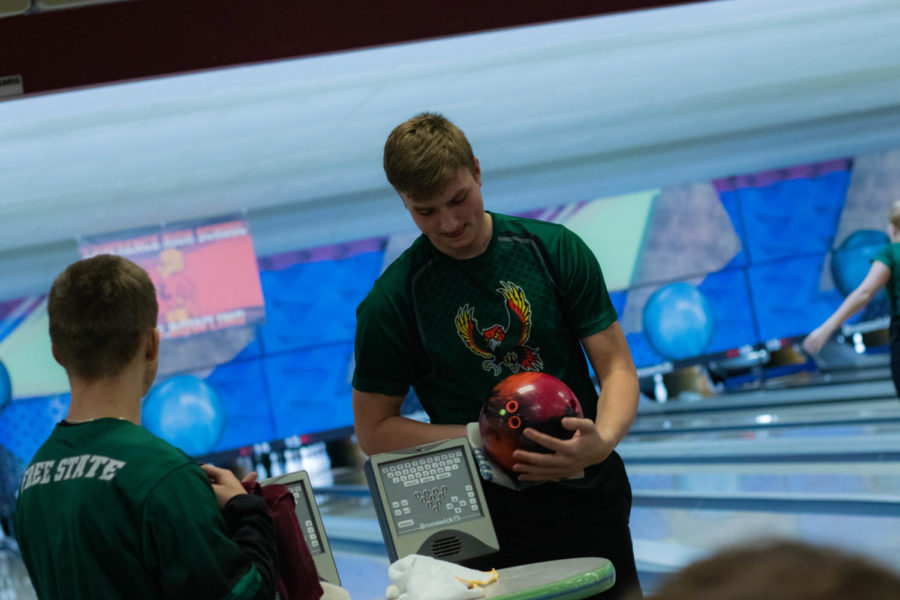 Pavlyak_1-16-19_bowling_BehindTheScenes